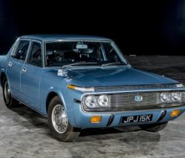 Toyota crown 'đón ánh mặt trời' sau 25 năm phủi bụi
